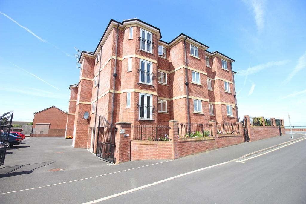 2 Bedrooms Apartment Flat for sale in Bourne May Road, Knott End-on-sea