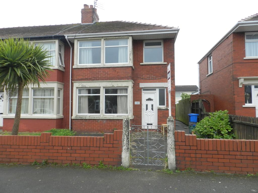 3 Bedrooms End Of Terrace House for sale in Heathfield Road, Fleetwood