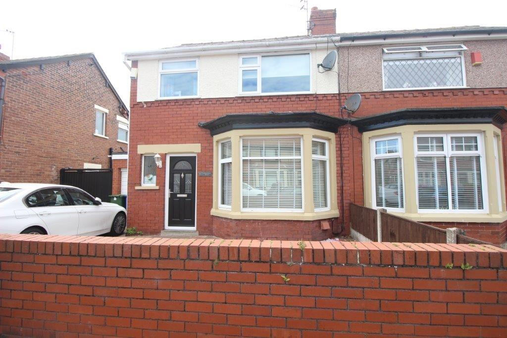 4 Bedrooms Semi Detached House for sale in Dronsfield Road, Fleetwood