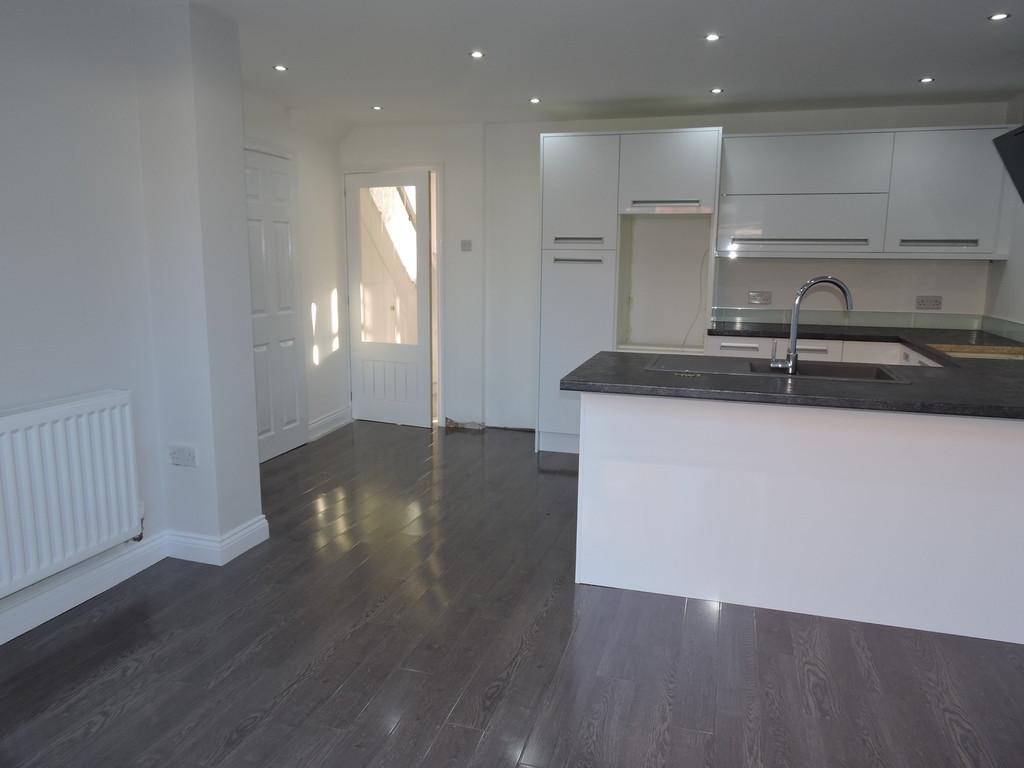 3 Bedrooms Semi Detached House for sale in Cambridge Road, Fleetwood
