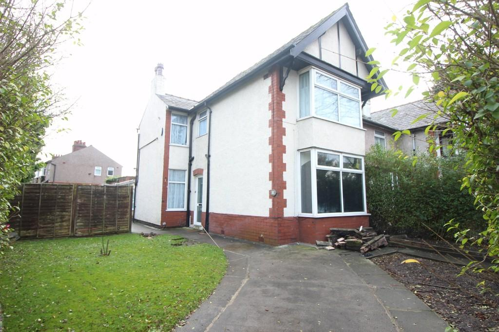 3 Bedrooms Semi Detached House for sale in Ribbleton Avenue, Preston