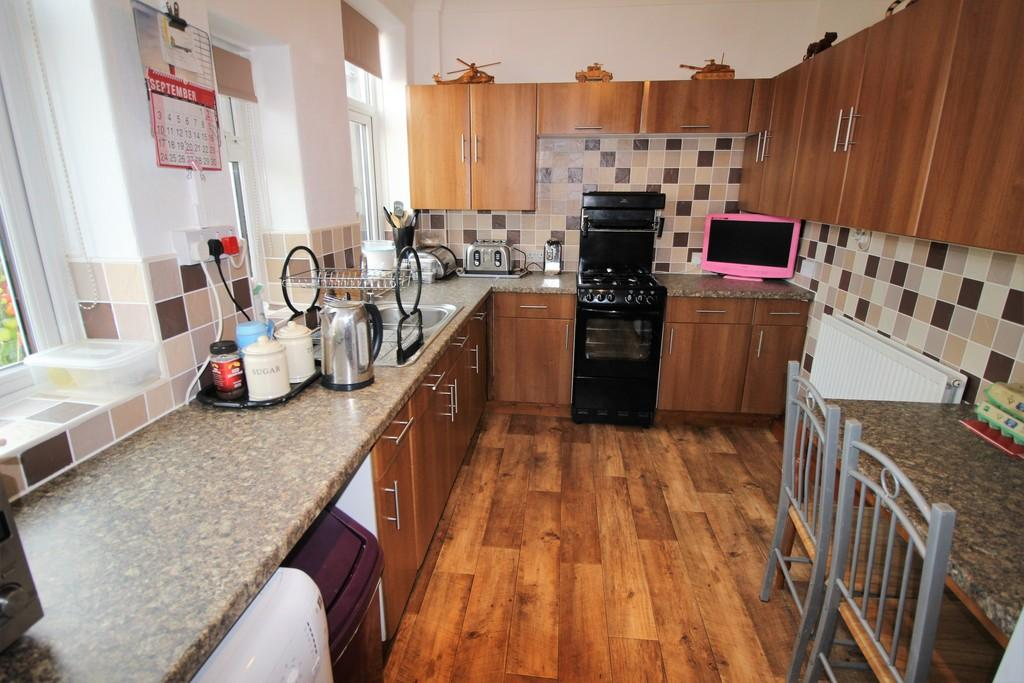 3 Bedrooms Terraced House for sale in Cemetery Road, Preston