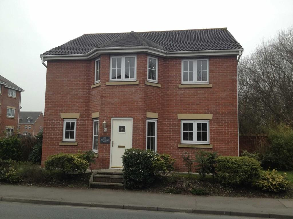2 Bedrooms Detached House for sale in Brownedge Road, Bamber Bridge