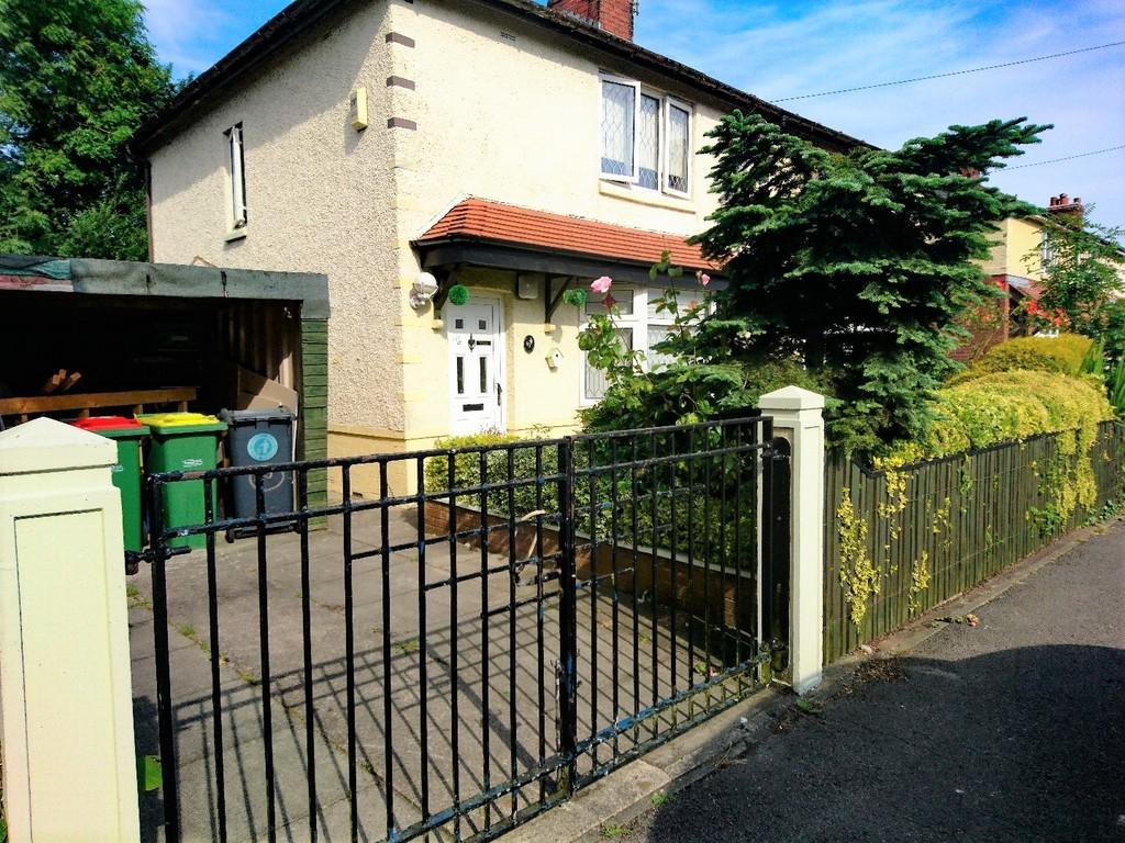 2 Bedrooms Semi Detached House for sale in Samuel Street, Preston