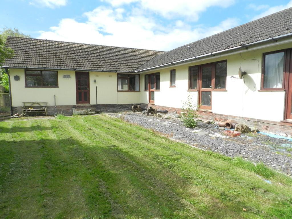 5 Bedrooms Detached Bungalow for sale in Moss House Lane, Westby