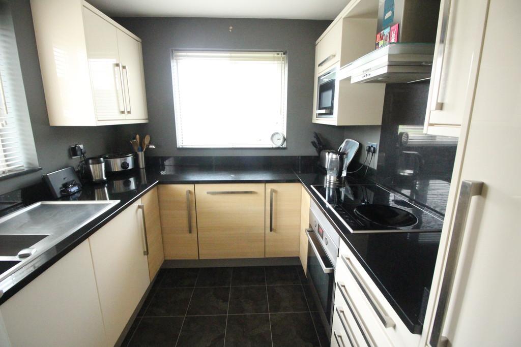 2 Bedrooms Apartment Flat for sale in Ashtongate, Ashton-on-ribble
