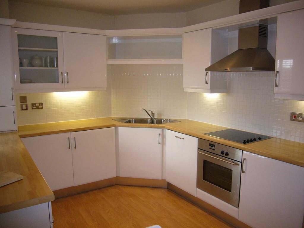 2 Bedrooms Apartment Flat for sale in Ladybank Avenue, Preston