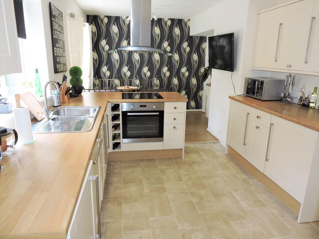 3 Bedrooms Semi Detached House for sale in Farringdon Crescent, Preston
