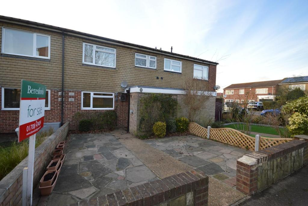 2 Bedrooms Terraced House for sale in Adelphi Crescent, Hornchurch, Essex, RM12