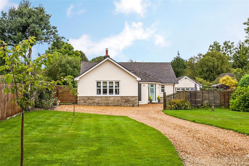 3 Bedrooms Detached Bungalow for sale in Hindon Road, Dinton, Salisbury, SP3