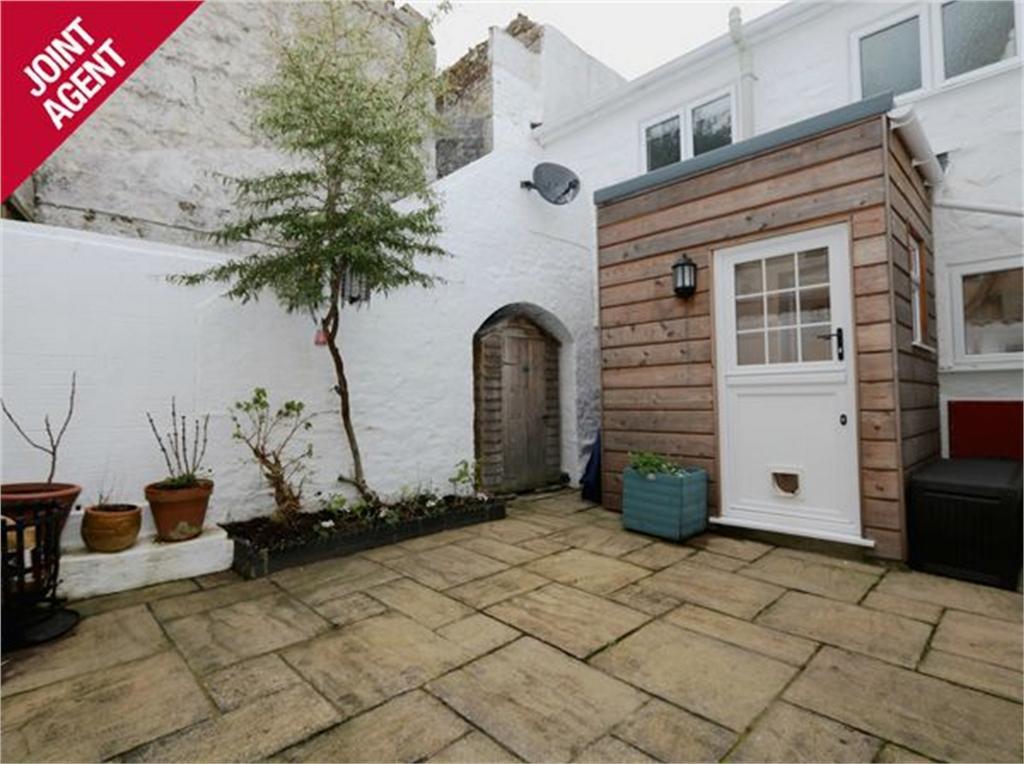 2 Bedrooms Terraced House for sale in Myrtle Cottage, 43C Hauteville, St Peter Port