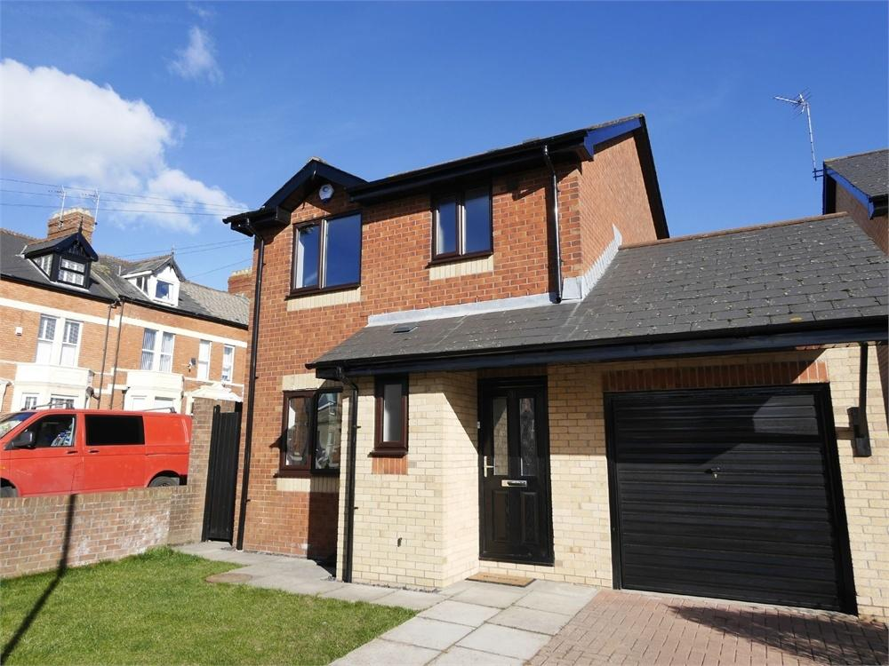 3 Bedrooms Detached House for sale in Woodland Drive, Penarth