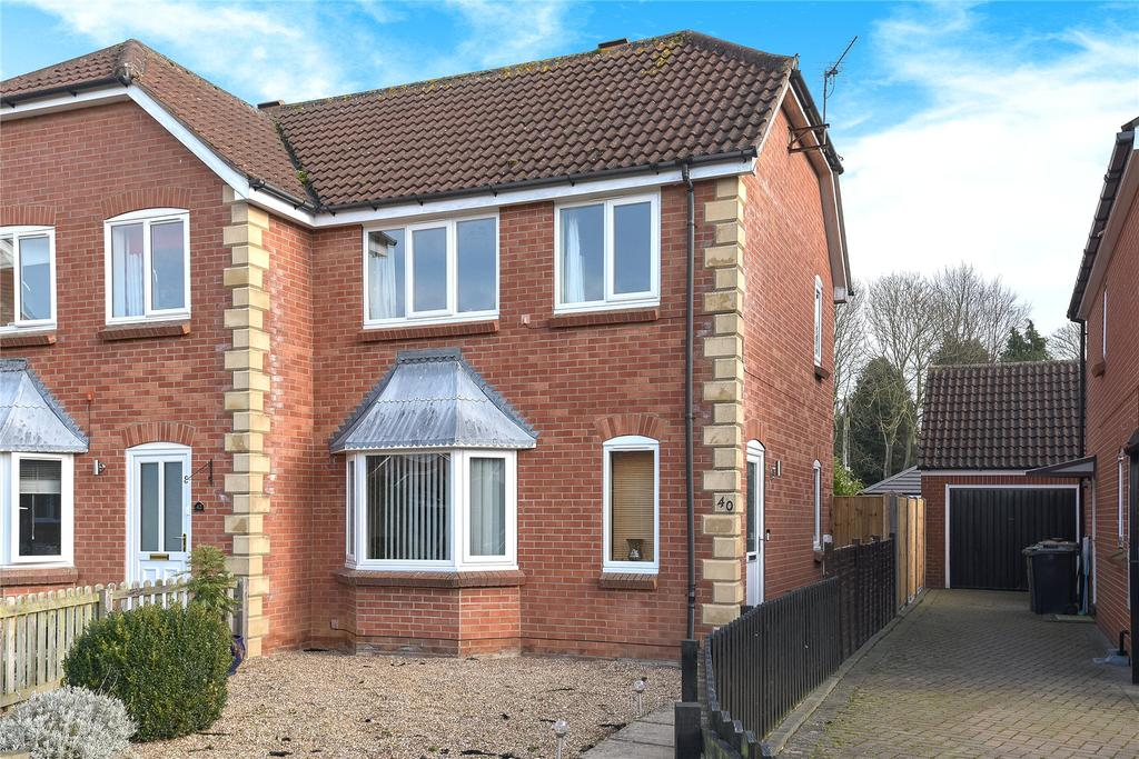 3 Bedrooms Semi Detached House for sale in Shrubwood Close, Heckington, NG34