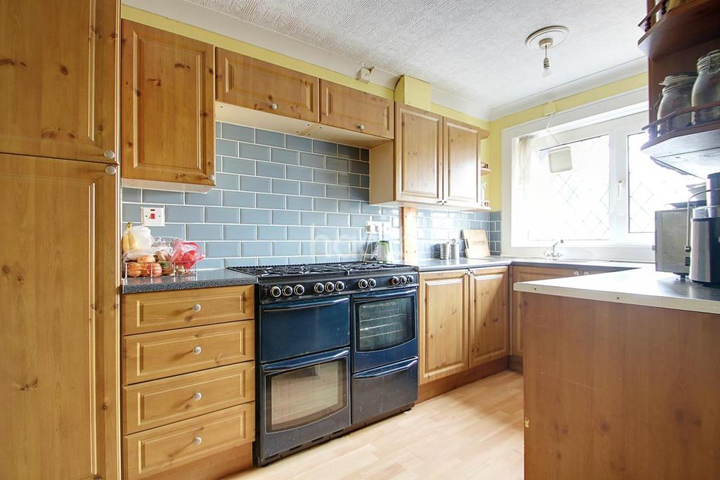 3 Bedrooms Maisonette Flat for sale in Rodney Close, Birmingham