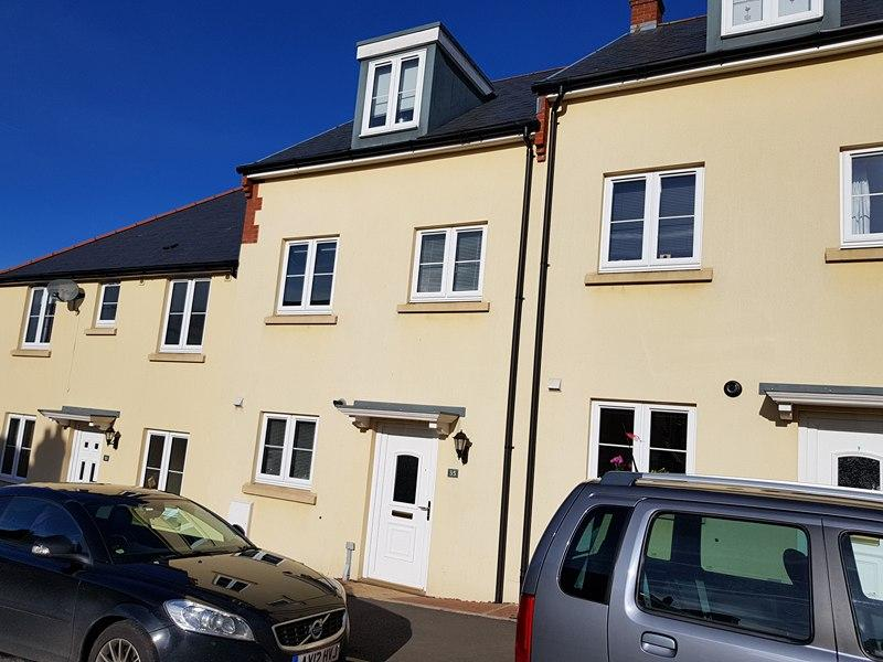 3 Bedrooms Town House for sale in Dukes Way, Axminster