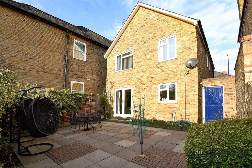 2 Bedrooms Semi Detached House for sale in Frances Road, Windsor, Berkshire, SL4