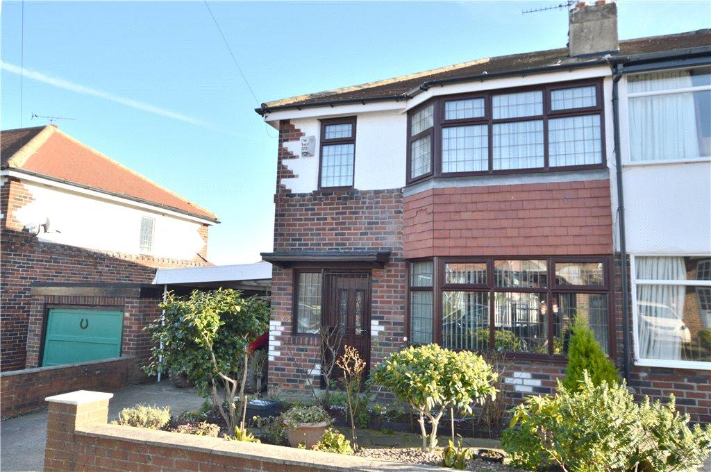 3 Bedrooms Semi Detached House for sale in Merton Gardens, Farsley, Pudsey, West Yorkshire