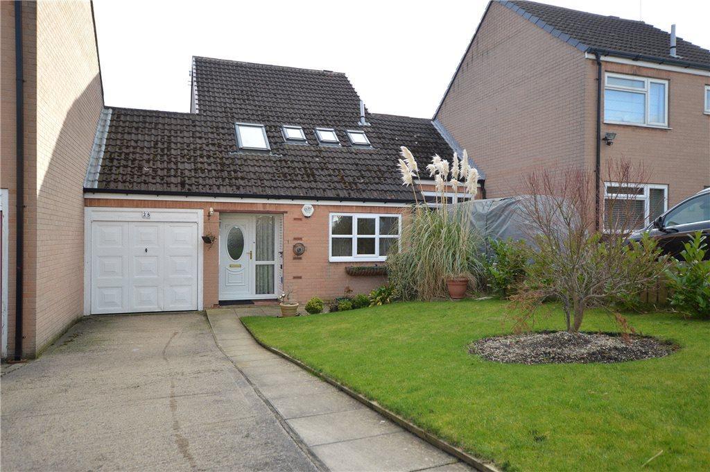 3 Bedrooms Semi Detached House for sale in Woodcross Fold, Morley, Leeds