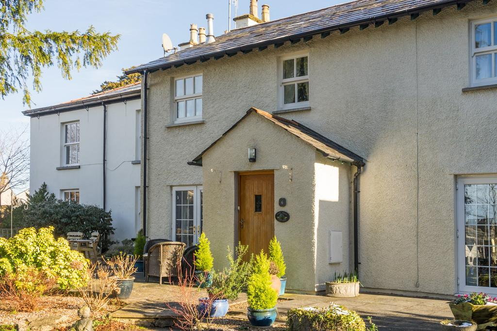 2 Bedrooms Semi Detached House for sale in 6 Wood Close Gardens, Arnside, Cumbria LA5 0AF