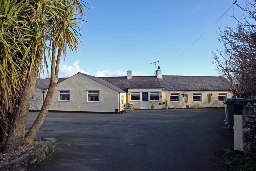 7 Bedrooms Detached Bungalow for sale in Llanfair Yn Neubwll, Holyhead, North Wales