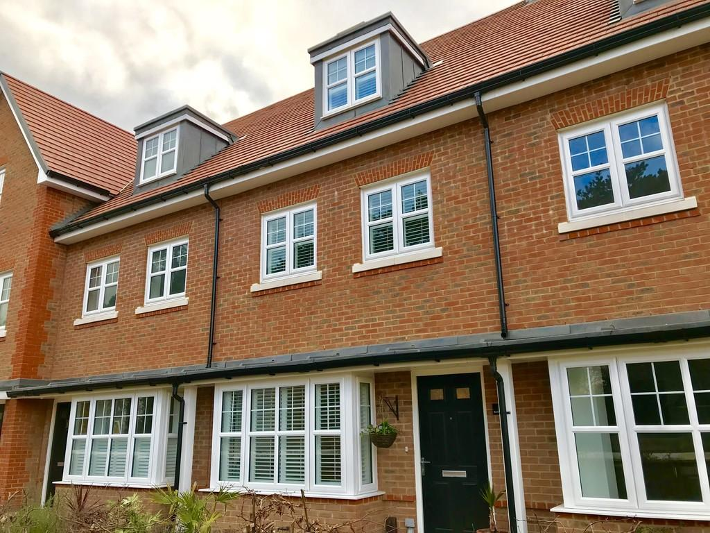 4 Bedrooms Town House for sale in Barming Walk, Barming