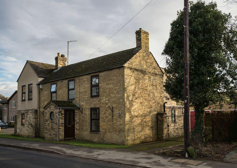 5 Bedrooms Detached House for sale in High Street, Wilburton