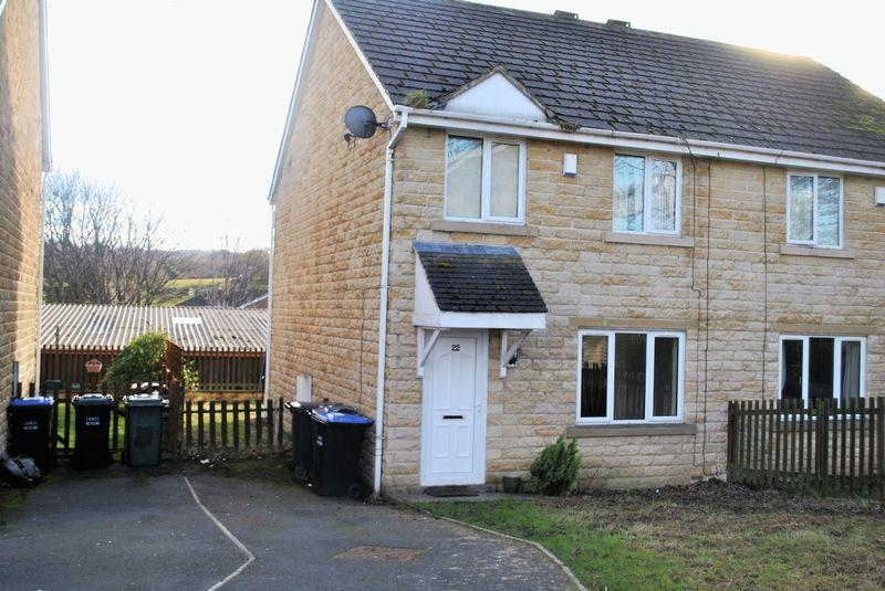 3 Bedrooms Semi Detached House for sale in Gilynda Close, Bradford, BD8 0HY