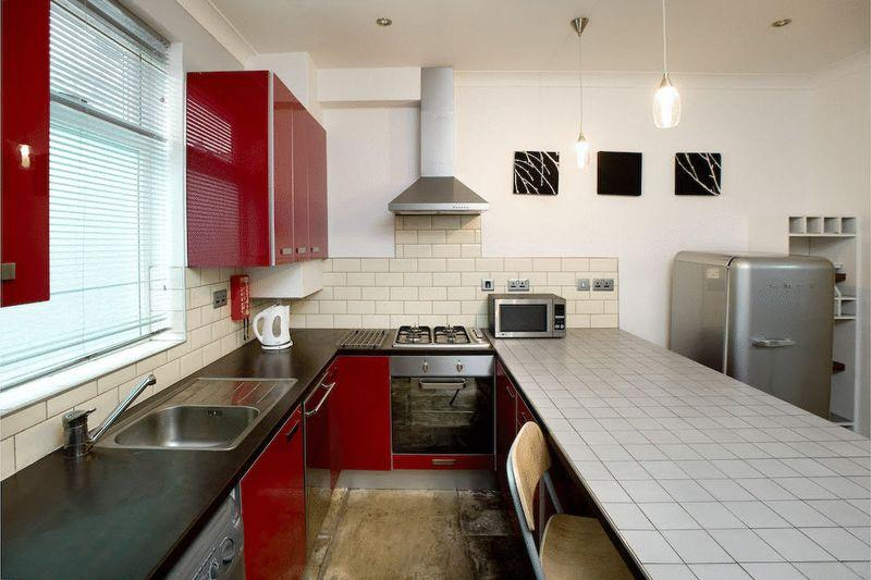 4 Bedrooms Terraced House for sale in Chiswick Terrace, Leeds
