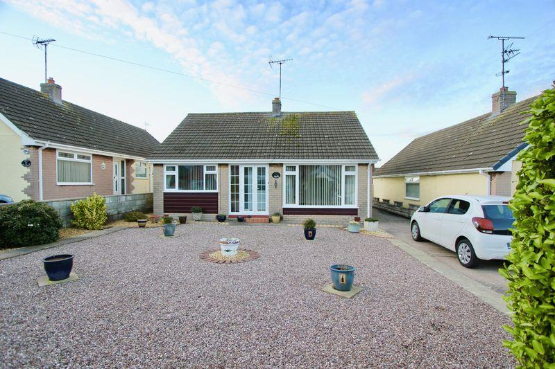 2 Bedrooms Detached Bungalow for sale in Fforddisa, Prestatyn