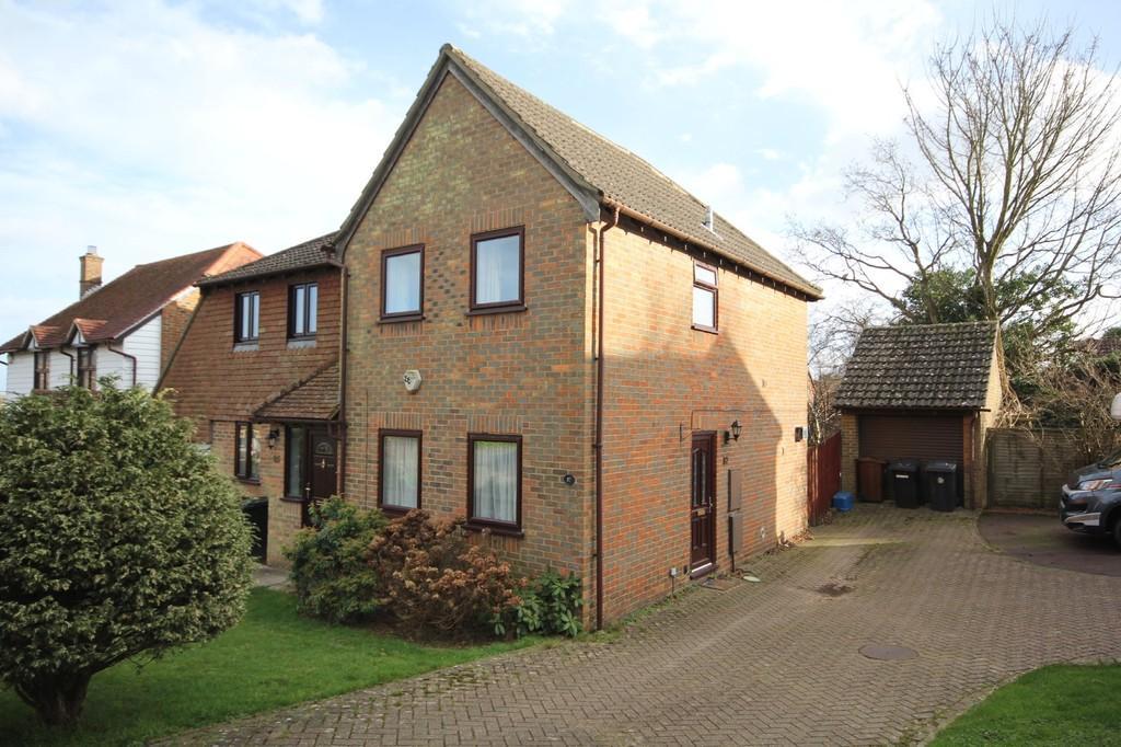 2 Bedrooms Semi Detached House for sale in Bridger Way, Crowborough