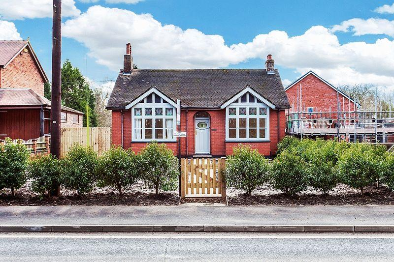 2 Bedrooms Bungalow for sale in Holmes Chapel Road, Congleton