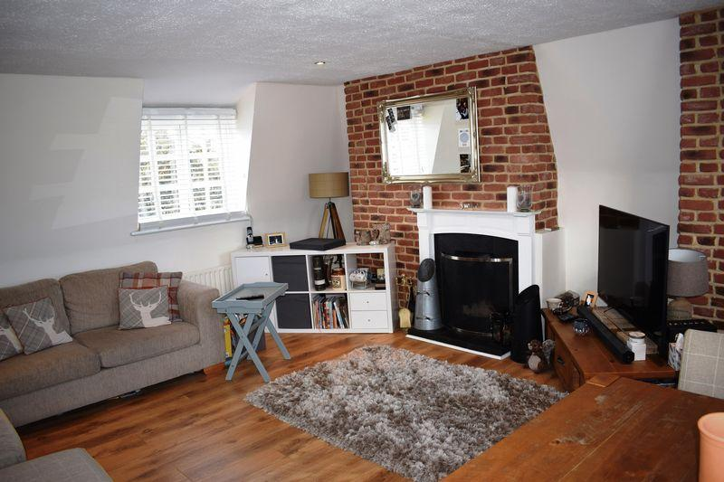 2 Bedrooms Flat for sale in London Road, Harlow
