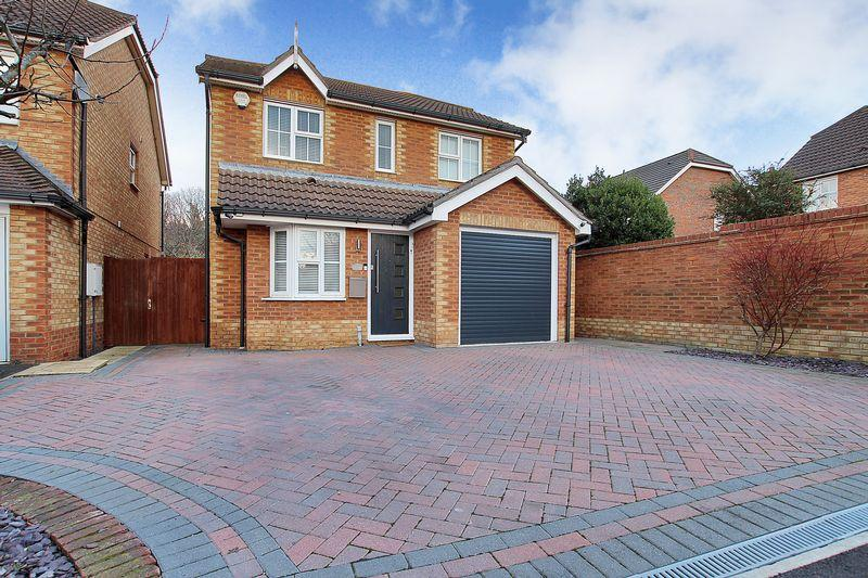 3 Bedrooms Detached House for sale in Woolbrook Road, Braeburn Park, Crayford