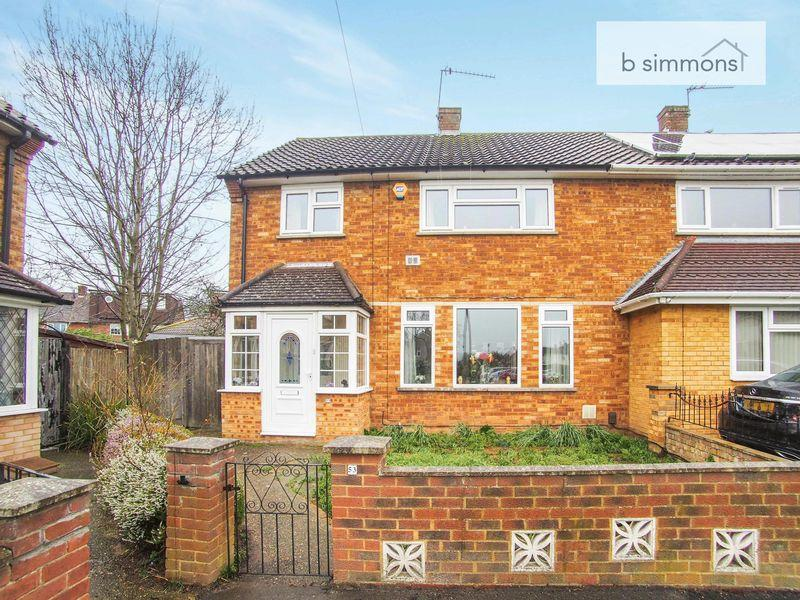 3 Bedrooms Semi Detached House for sale in Stile Road, Langley.