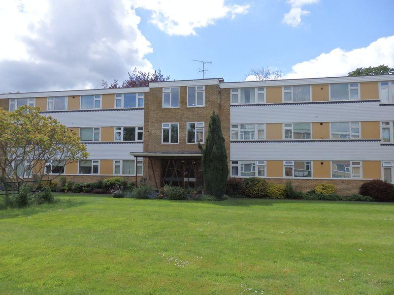 3 Bedrooms Flat for sale in Avenue Road, Epsom