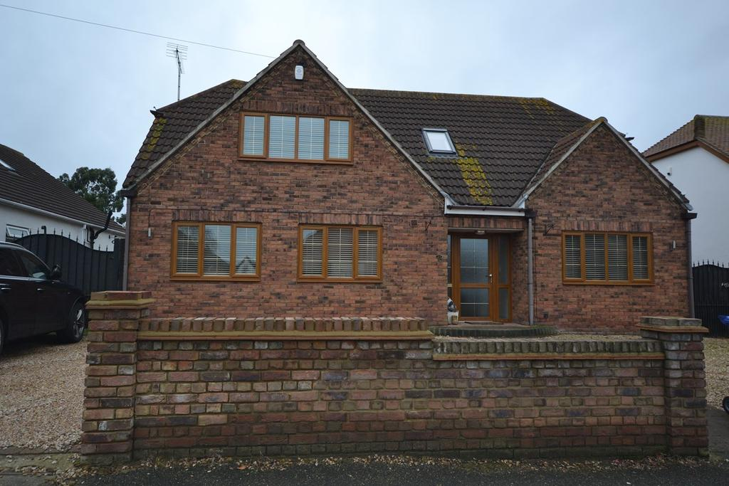 4 Bedrooms Chalet House for sale in Lampits Lane, Corringham, Stanford-le-Hope, SS17