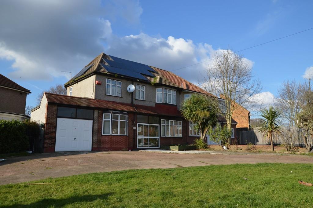 5 Bedrooms Semi Detached House for sale in Restons Crescents, Eltham SE9