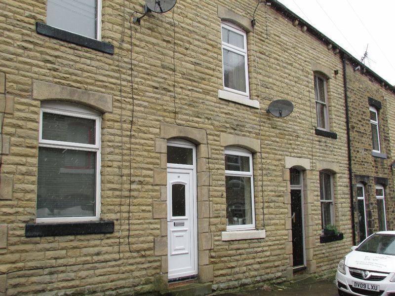 2 Bedrooms Terraced House for sale in Cambridge Street, Hebden Bridge