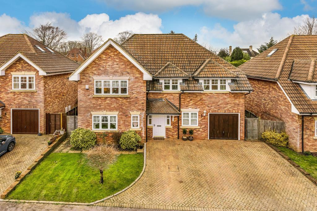 5 Bedrooms Detached House for sale in Bolle Road, ALTON, Hampshire