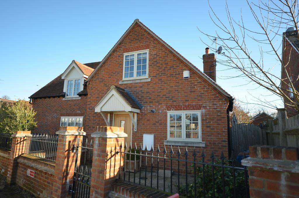 3 Bedrooms House for sale in The Grove, Farnham