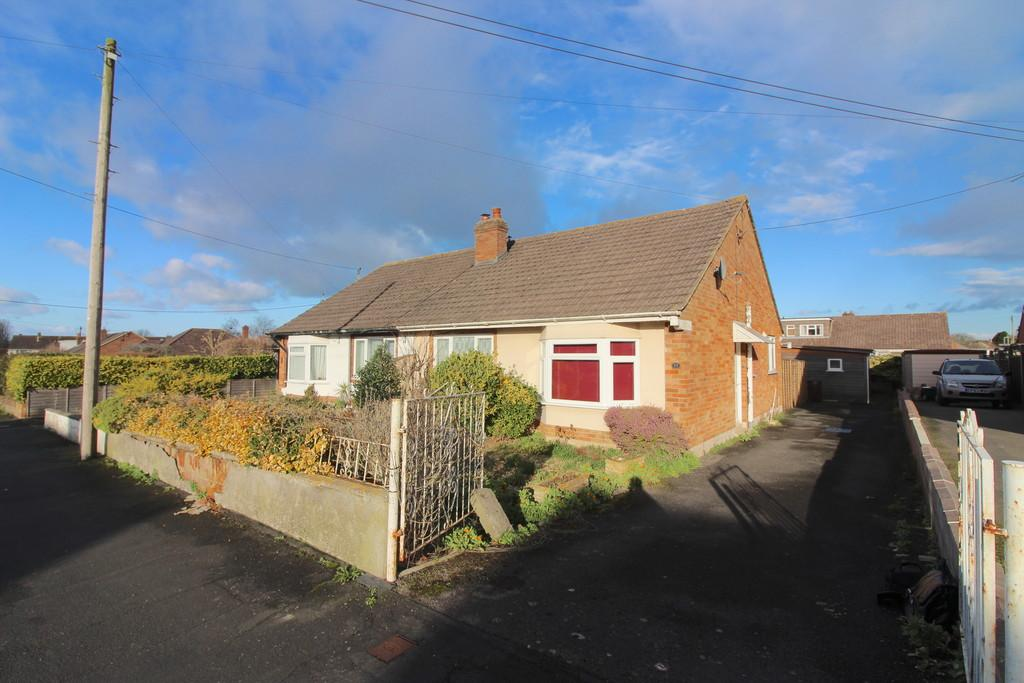 2 Bedrooms Semi Detached Bungalow for sale in Brookleigh, Street