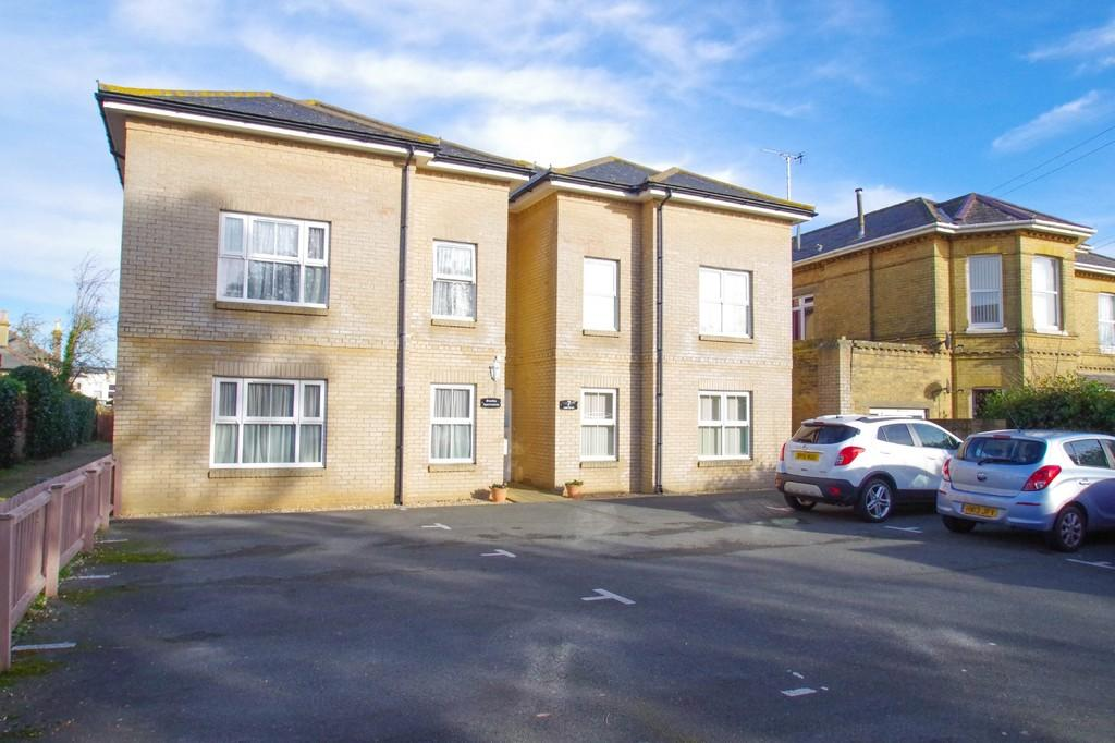 2 Bedrooms Flat for sale in Leed Street, Sandown