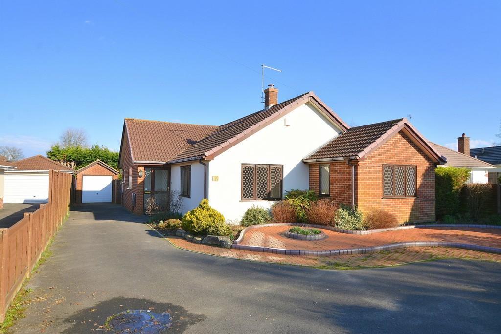 3 Bedrooms Detached Bungalow for sale in Glenmoor Road, West Parley