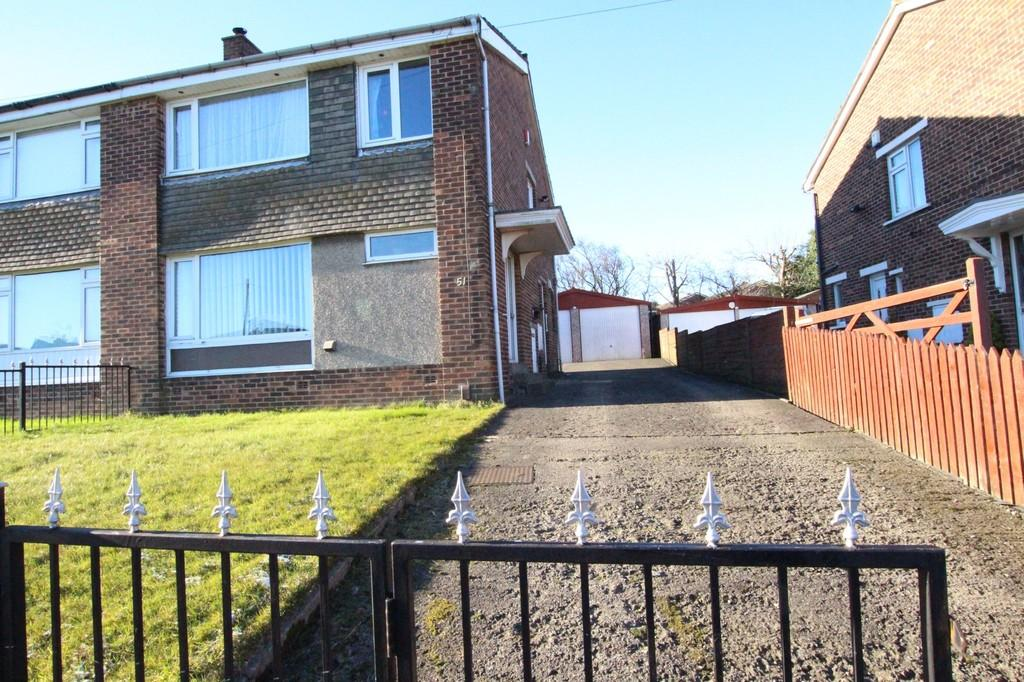 3 Bedrooms Semi Detached House for sale in Denbrook Avenue, BRADFORD, West Yorkshire