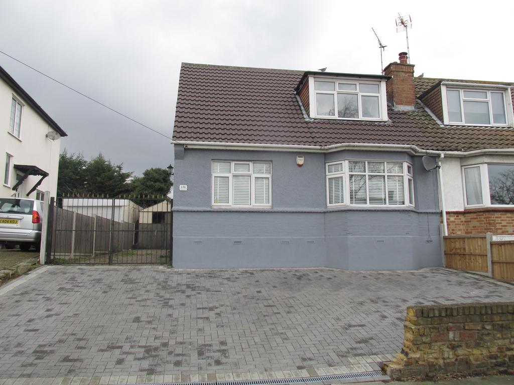 4 Bedrooms Chalet House for sale in Rayleigh Road, Eastwood, Essex SS9