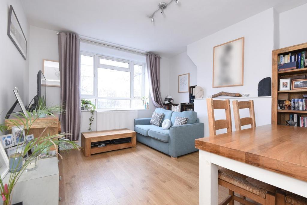 1 Bedroom Flat for sale in White City Estate, Shepherds Bush