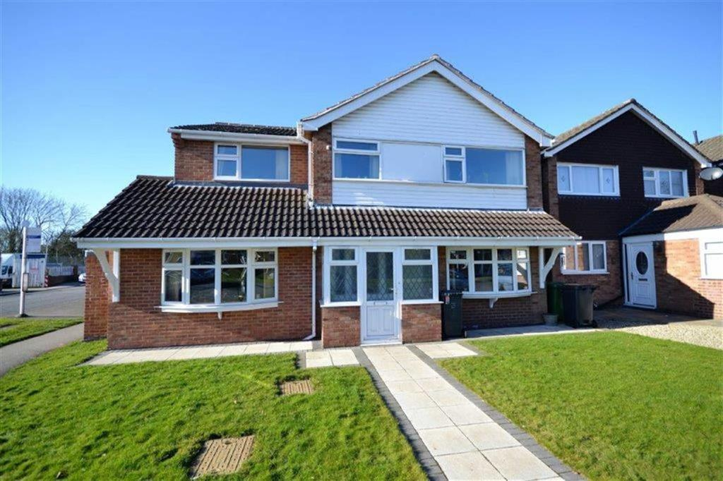 4 Bedrooms Detached House for sale in Ashdown Drive, Stockingford, Nuneaton