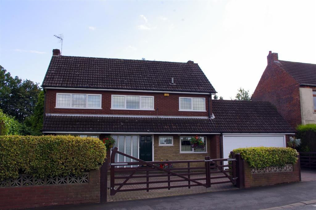 3 Bedrooms Detached House for sale in Illey Lane, Halesowen