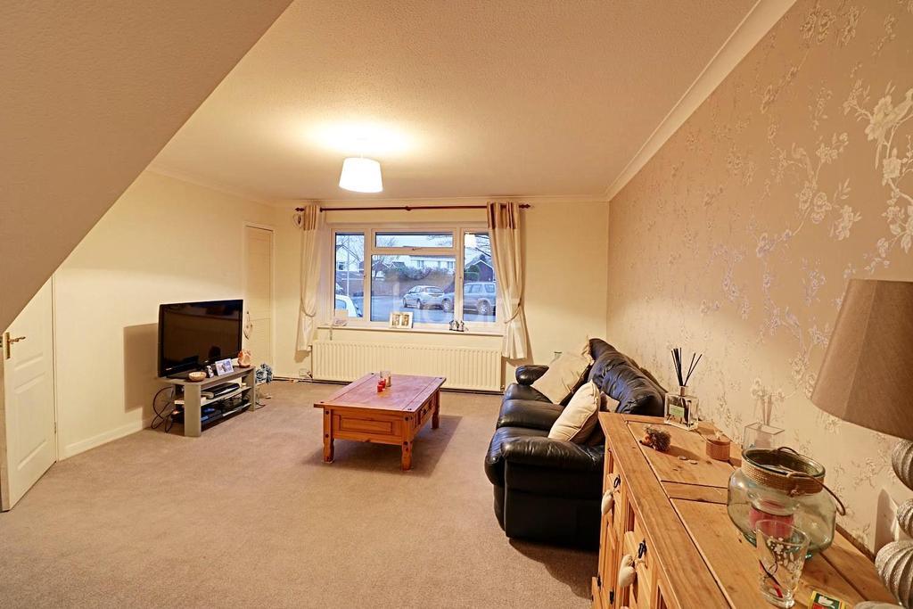 4 Bedrooms Semi Detached House for sale in Staplehurst, Bracknell