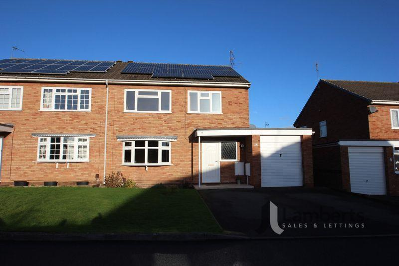 4 Bedrooms Semi Detached House for sale in Stapleton Close, Studley